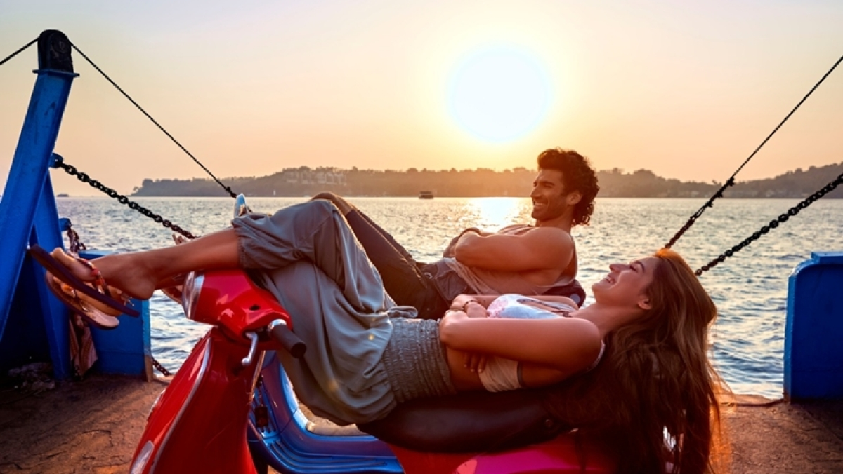 Malang: Disha Patani and Aditya Roy Kapur's song 'Chal Ghar Chalen' by Arijit Singh is a dose of love and passion
