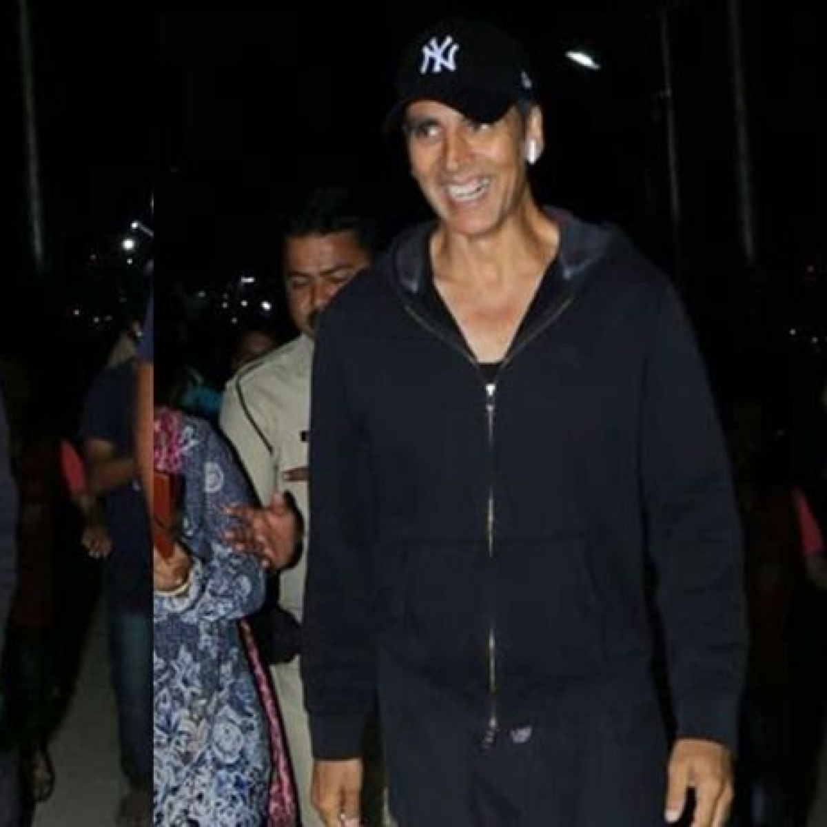 Watch video: Akshay Kumar pranks paparazzi with his hilarious antics