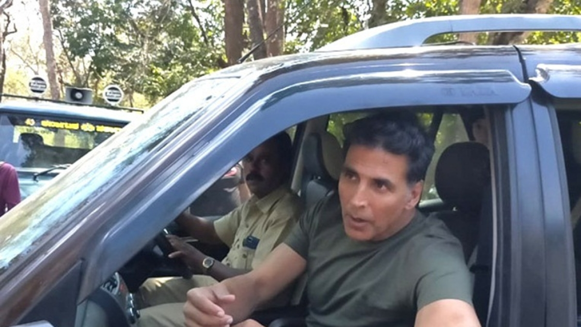 Leaked Pics: Fans greet Akshay Kumar as he shoots for Bear Grylls' 'Man vs Wild'
