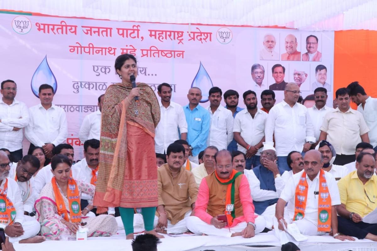 Pankaja Munde undertakes fast to draw Maha Vikas Aghadi's attention to Marathwada water crisis