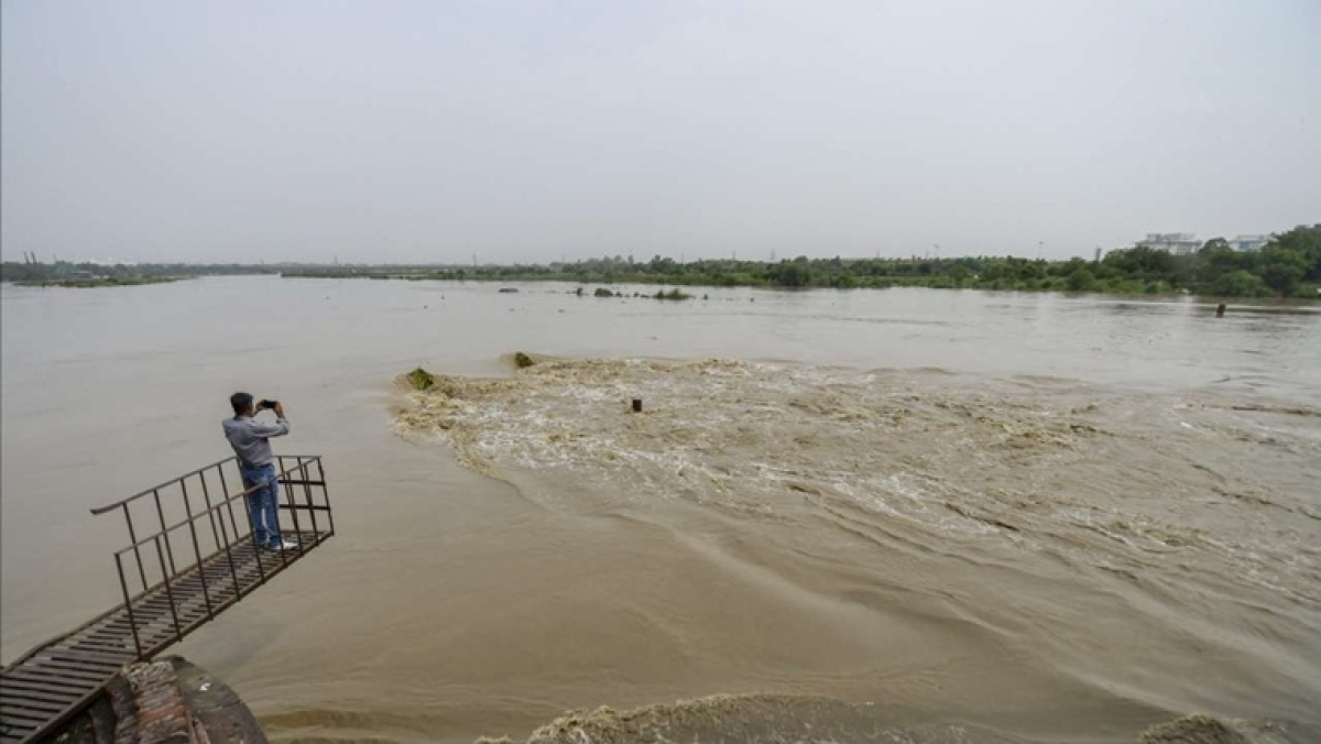 Water level in Yamuna close to danger mark; Delhi govt says ready to deal with flood-like situation
