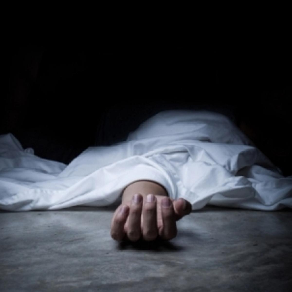 Mumbai: Man kills daughter, hangs self in Vile Parle due to depression
