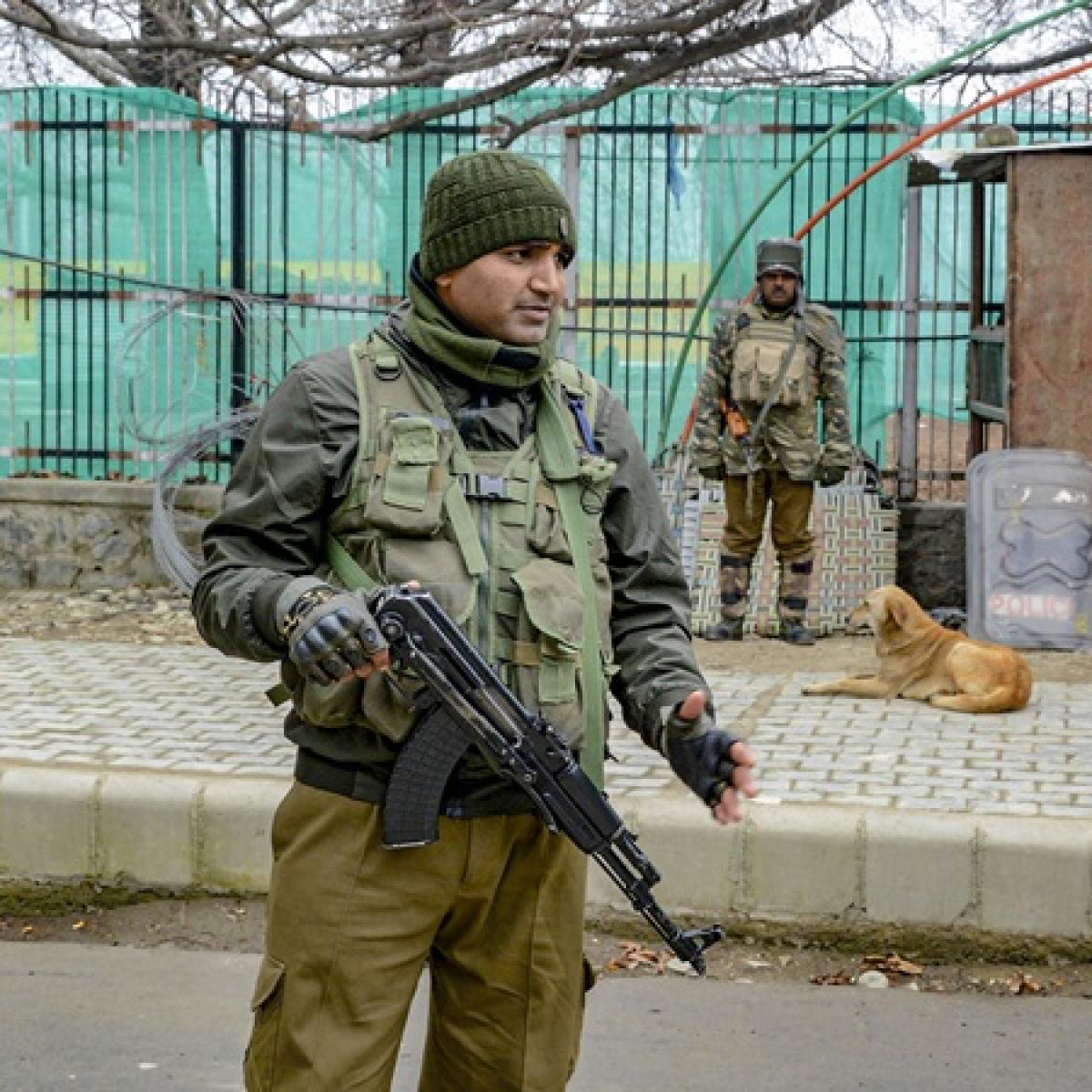 1 terrorist killed, 2 security personnel injured in an encounter in Srinagar's Nawakadal area