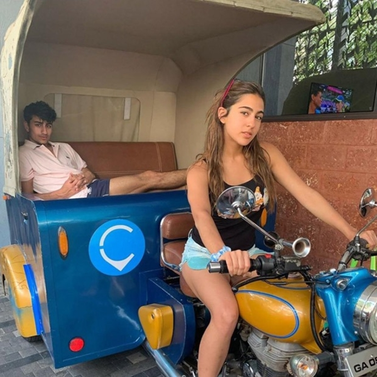 'Fam-Jam, Sun-Tan': Sara Ali Khan celebrates wrap of 'Coolie No. 1' with Ibrahim and Amrita Singh