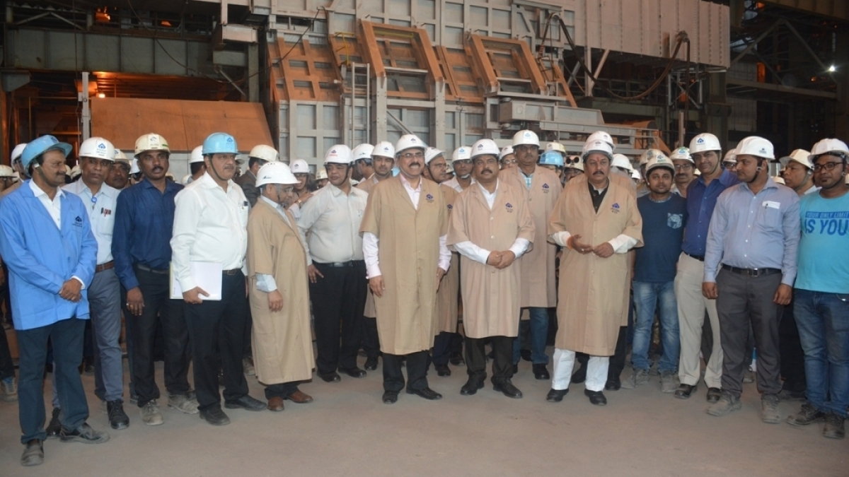 Union Minister of Steel visits BSP and witnesses the beginning of heating process of 3rd convertor at SMS 3