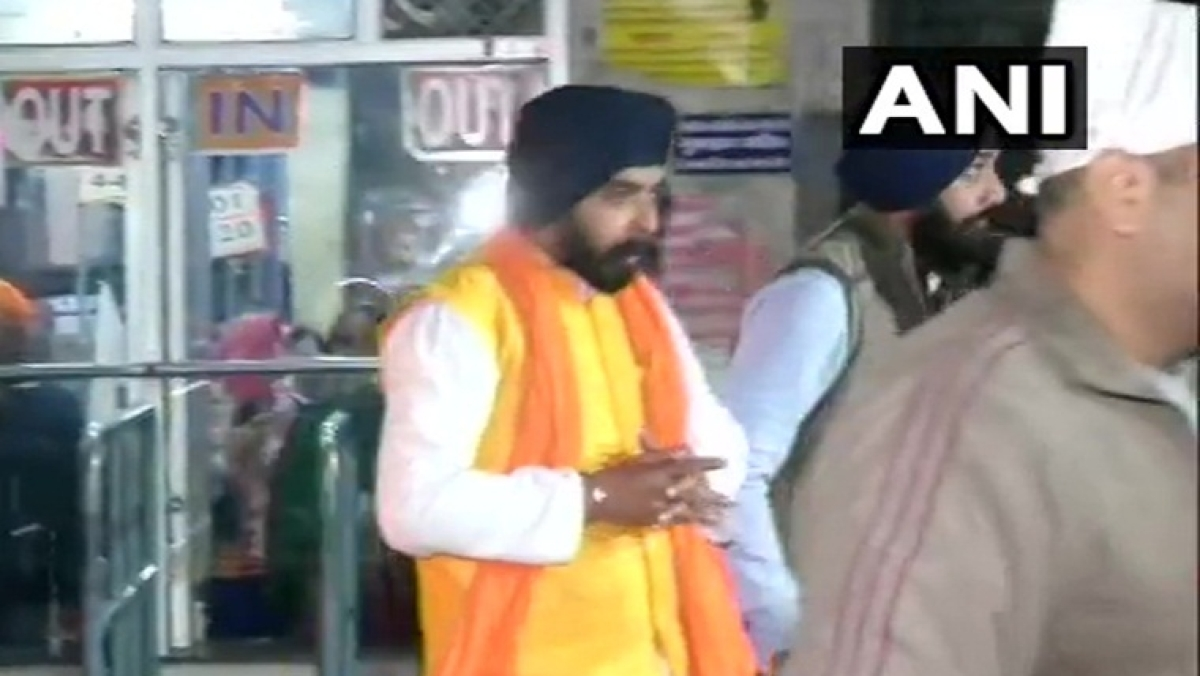 Delhi Election 2020: Tajinder Bagga offers prayer at Fateh Nagar Gurudwara before voting