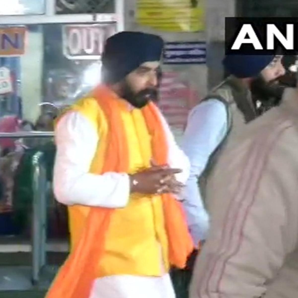 Delhi Election 2020: Tajinder Bagga offers prayer at Fateh Nagar Gurudwara before voting