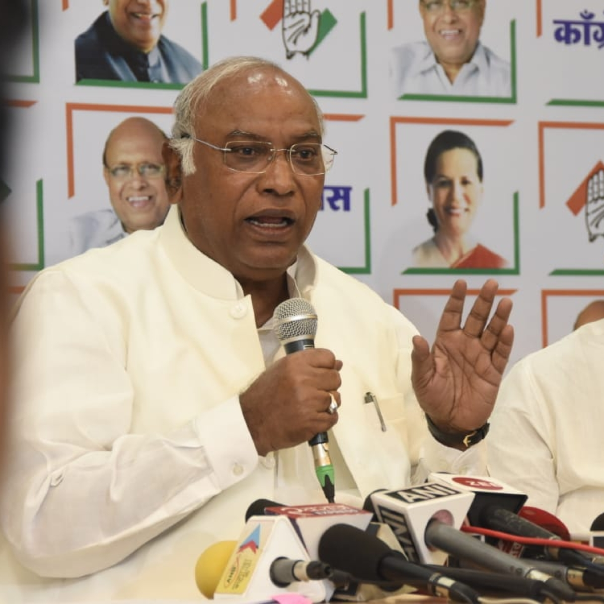 Amend law to make quota mandatory for states: Mallikarjun Kharge