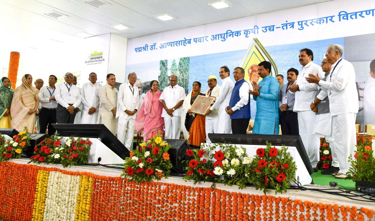 Maharashtra CM inaugurates Jain Irrigation's Agri-Bio-Tech Research and Development Facility