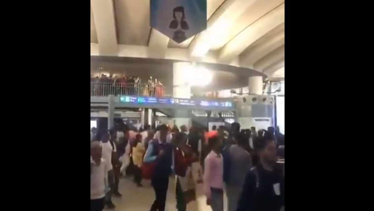 'Goli maaro saalon ko' slogans ring out at Delhi metro station; six detained