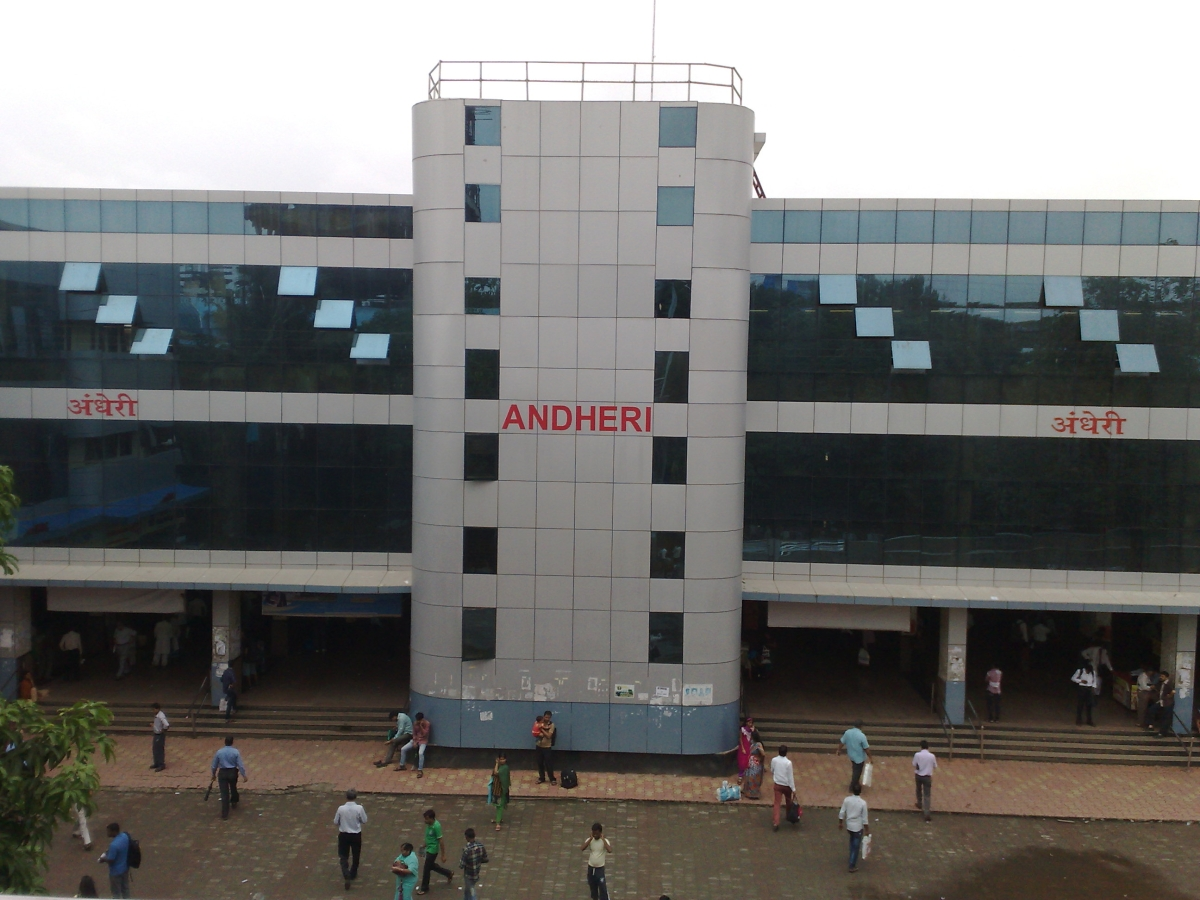 Western Railway's Andheri Station from East side.