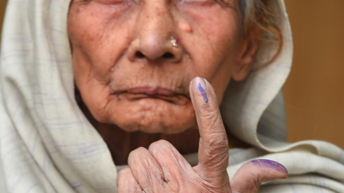 Postal ballot for those above 65 and corona-hit
