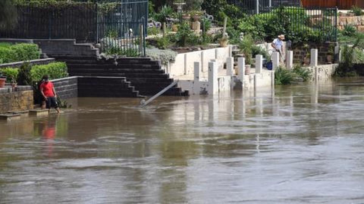 Dams near Sydney overflow, storms & flash floods expected