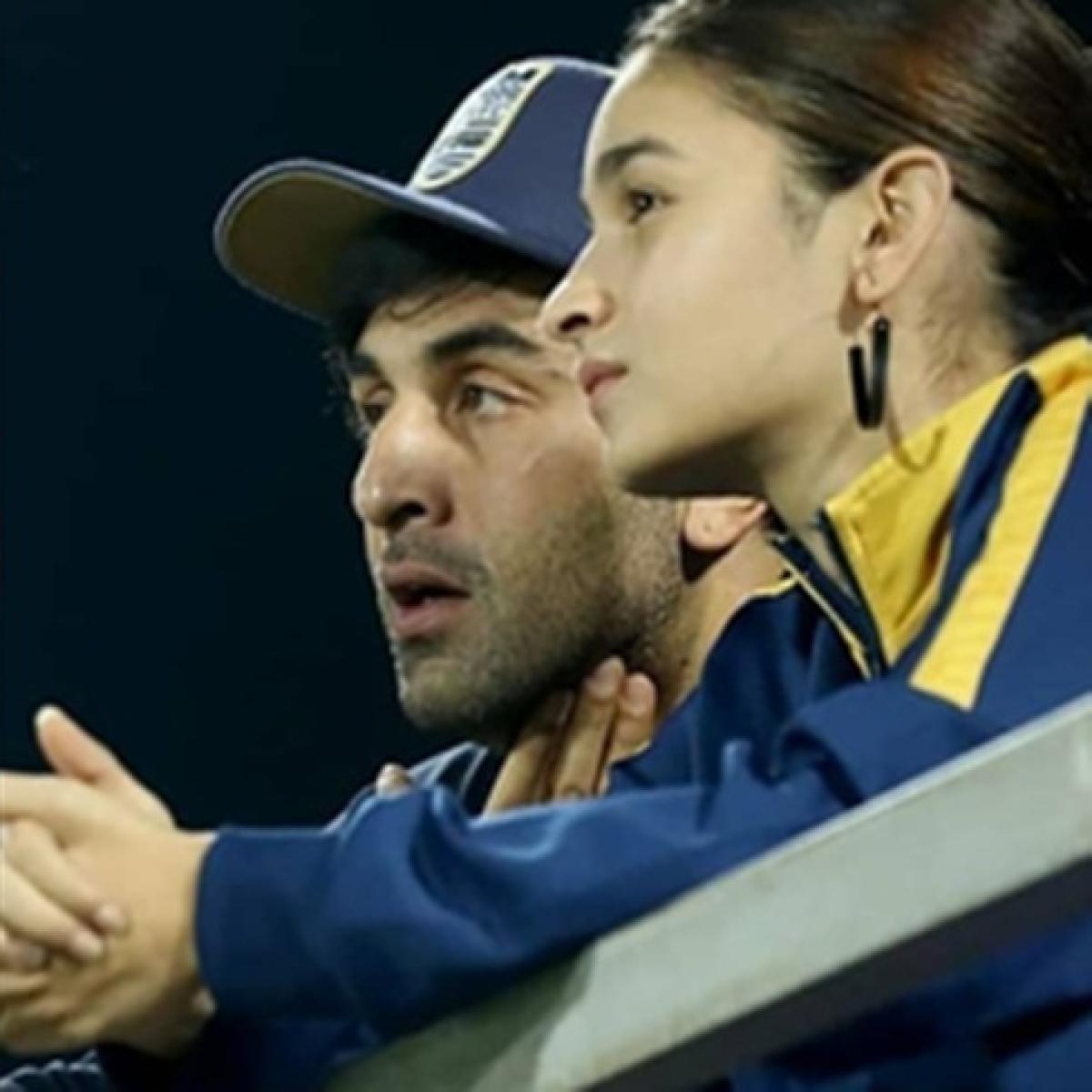 Doting girlfriend Alia Bhatt joins beau Ranbir Kapoor to cheer for Mumbai City FC at ISL