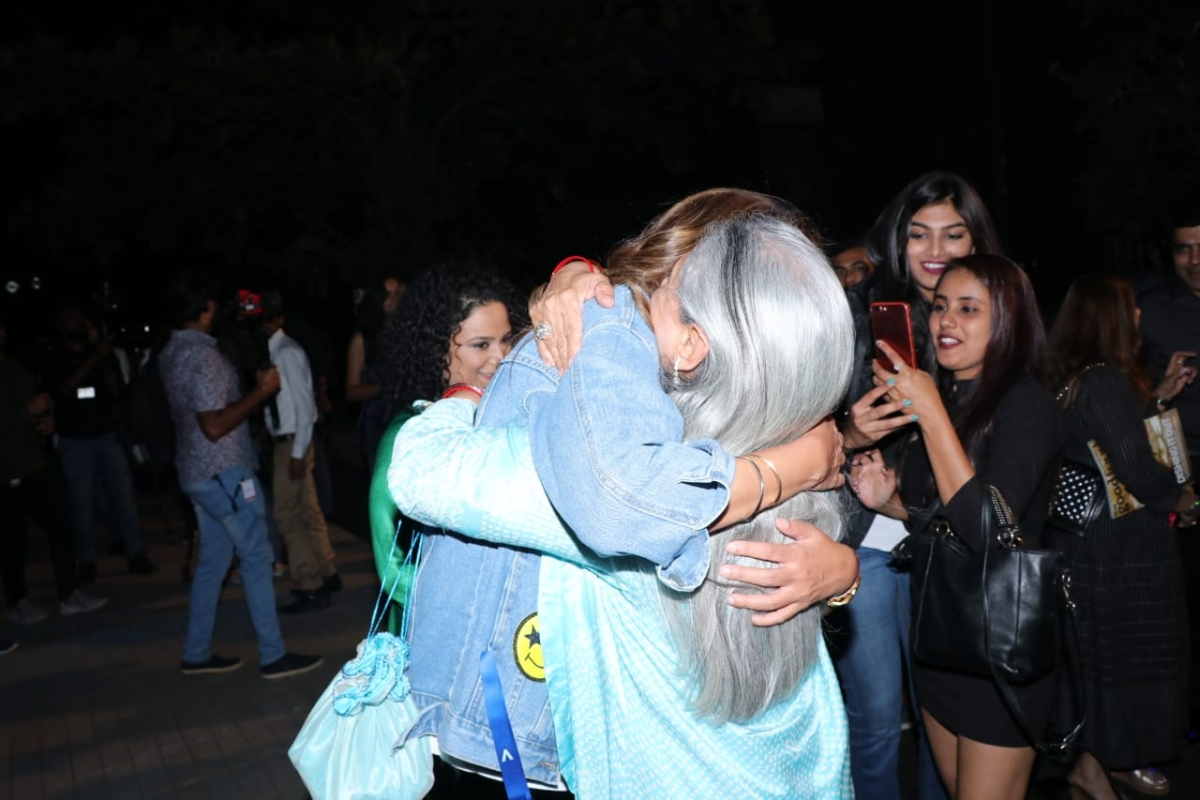 Jaya Bachchan is every Indian mom  ever as daughter Shweta exhibits her fashion label
