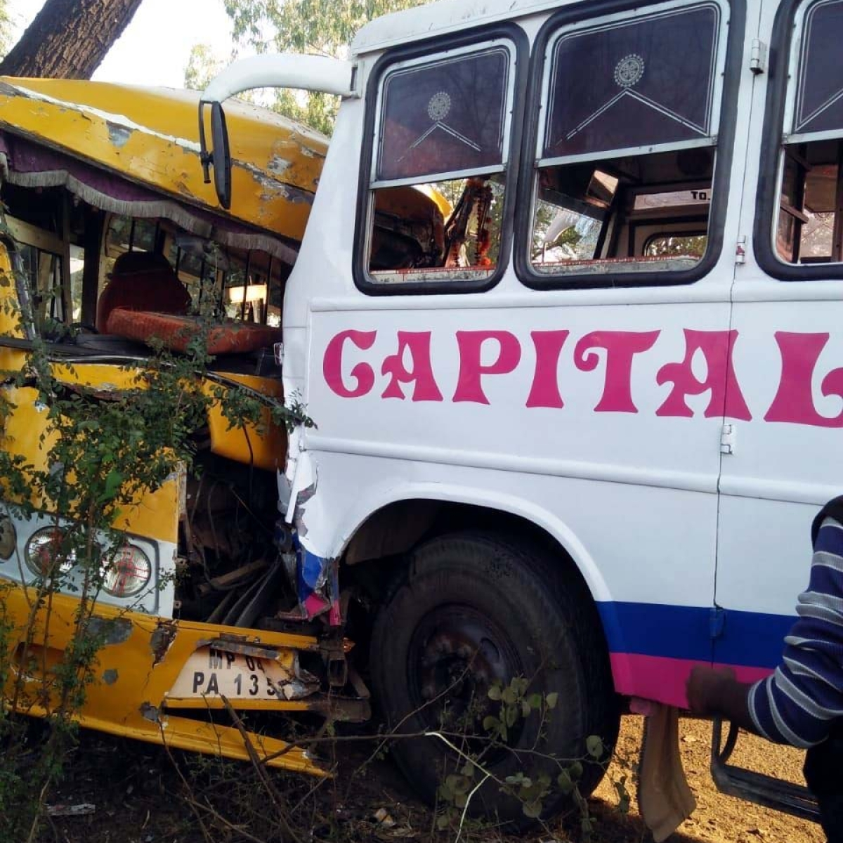 Bhopal: Five college girls, minor boy among 16 injured as 2 buses collide head on