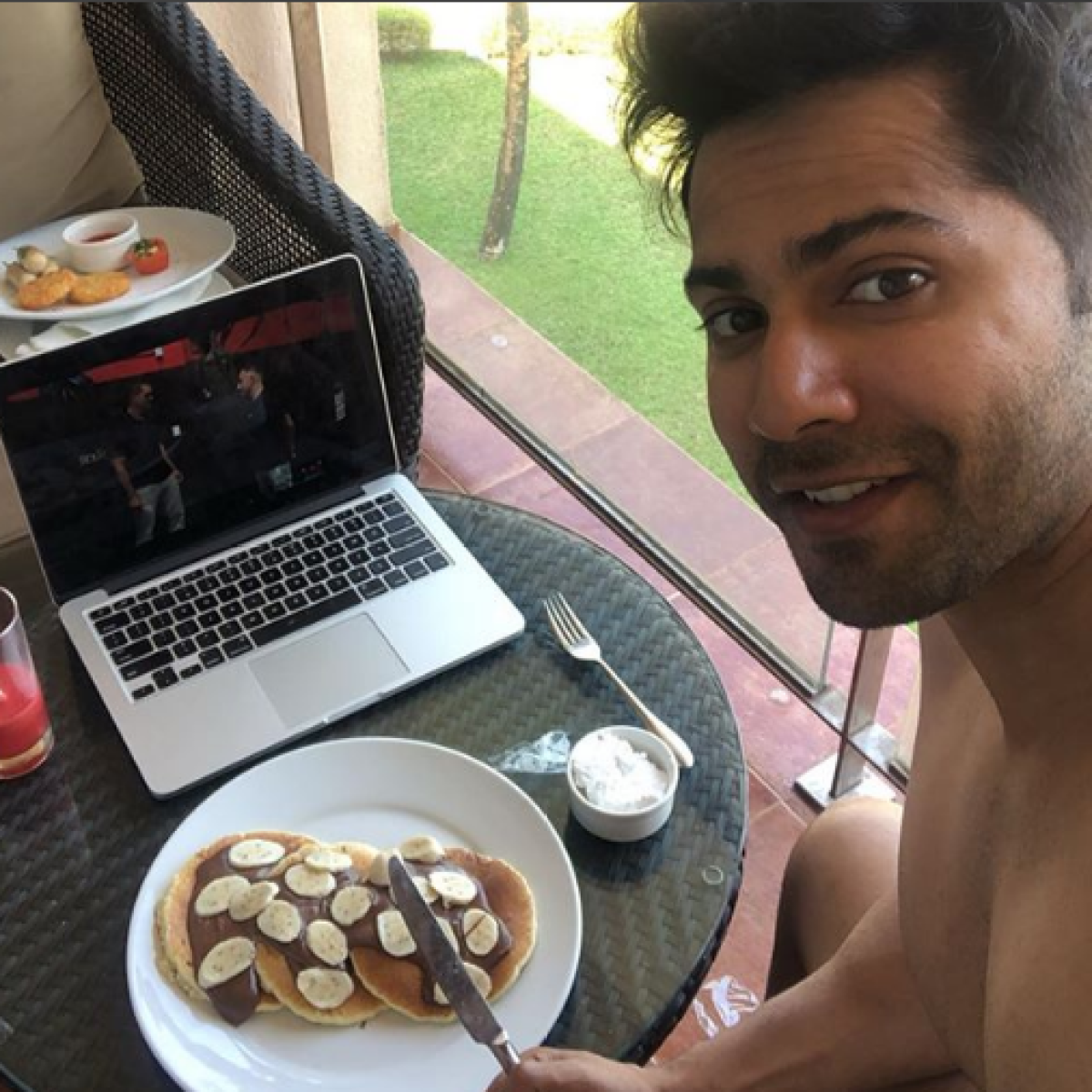 Ek number breakfast: Varun Dhawan gorges on pancakes to celebrate wrap up of 'Coolie No 1'