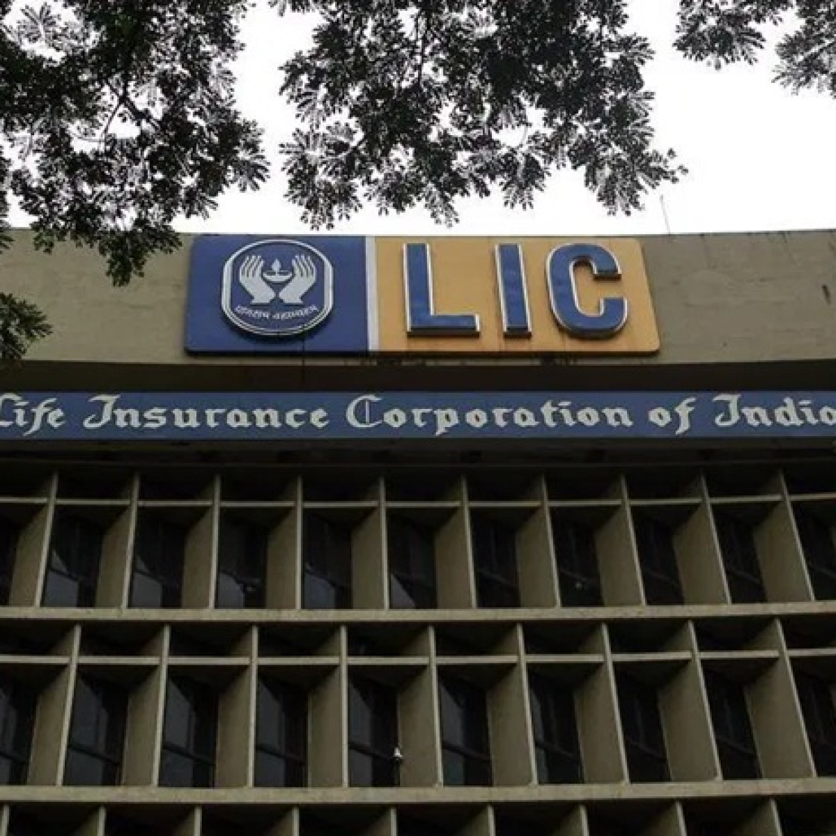 LIC ups market share, settles over 2 crore claims