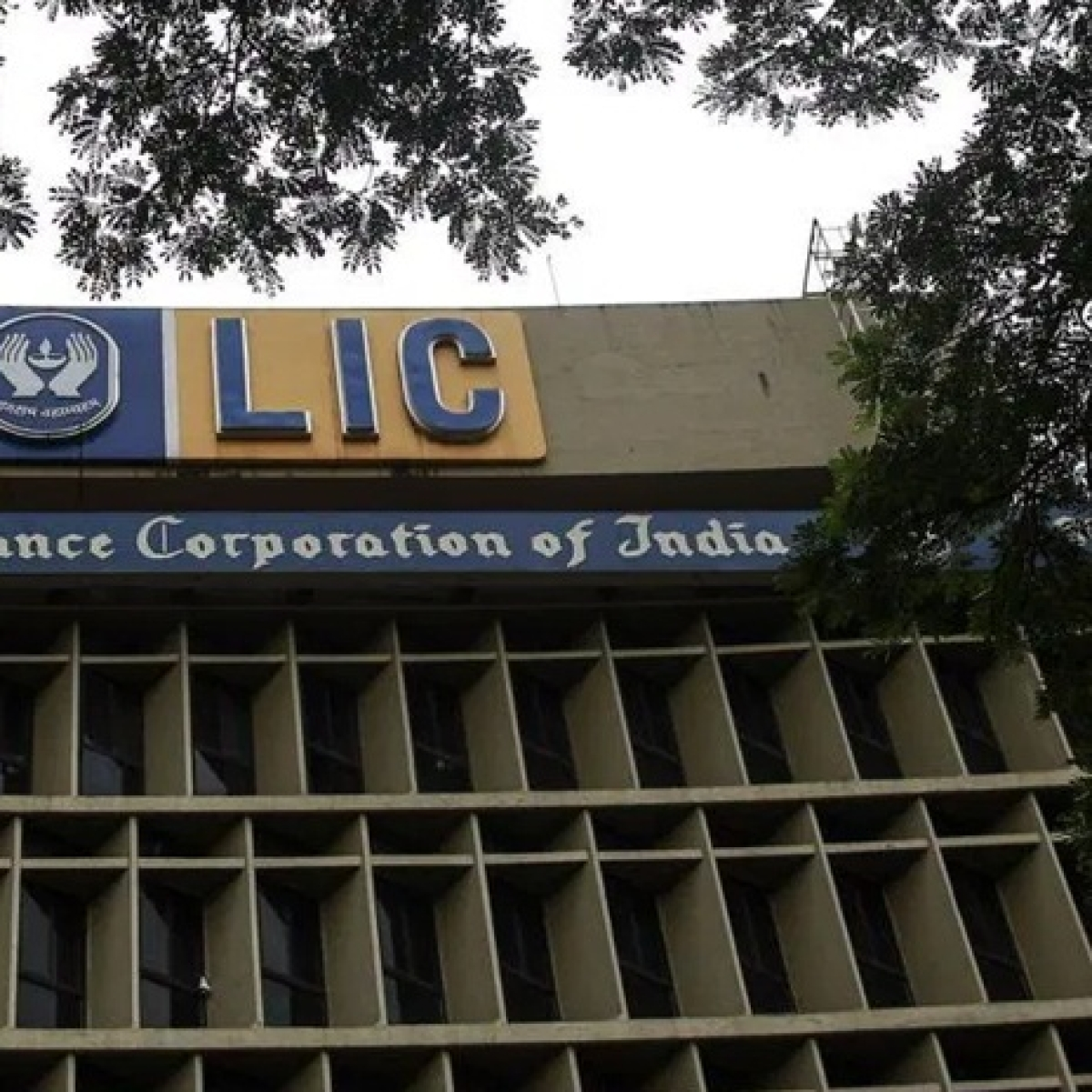 LIC ties up with Paytm to handle all its digital payments