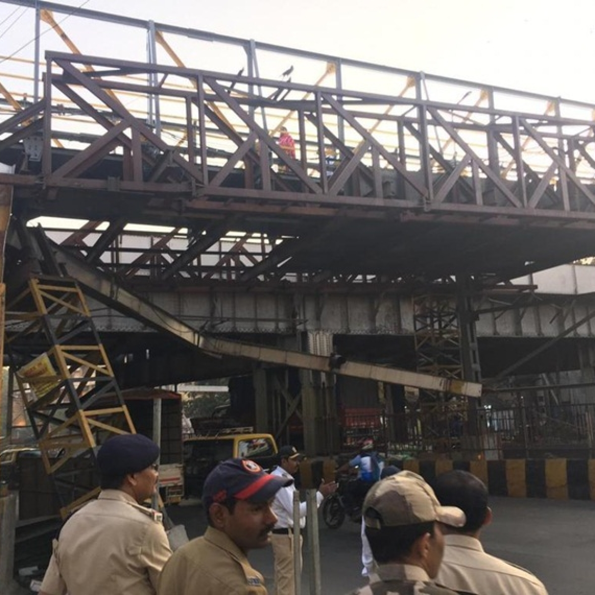 Mumbai Accident: Height barrier of FOB near Kings Circle collapses, leads to traffic snarls