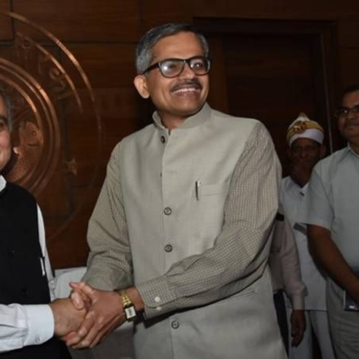 UP govt appoints RK Tiwari as full-time Chief secretary of the State