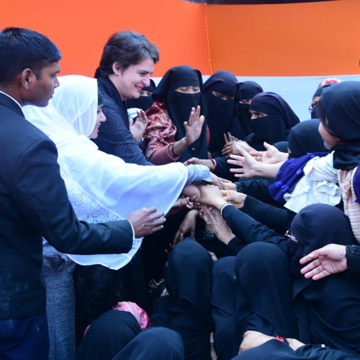 Priyanka Gandhi Meets Injured Protesters in Akhilesh' constituency