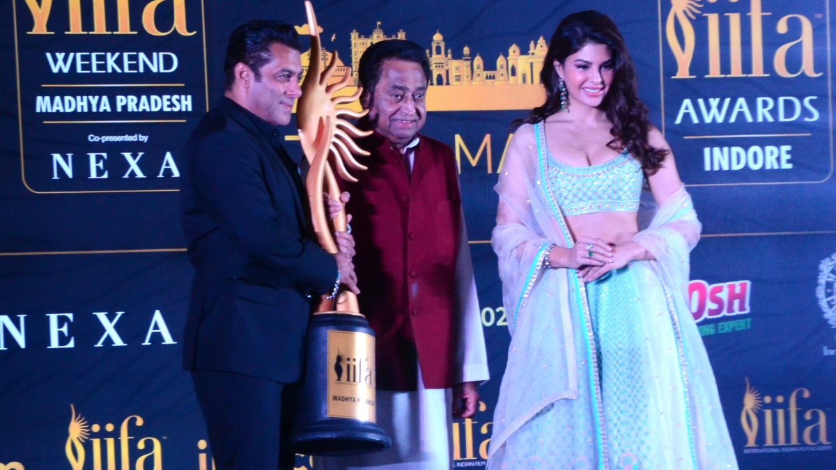 Actor Salman Khan hold IIFA trophy during media interaction at Minto Hall on Monday. Chief Minister Kamal Nath and actor Jacqueline Fernandez look on.