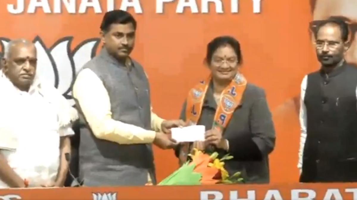 Ahead of Tamil Nadu Assembly polls, expelled AIADMK MP Sasikala Pushpa joins BJP