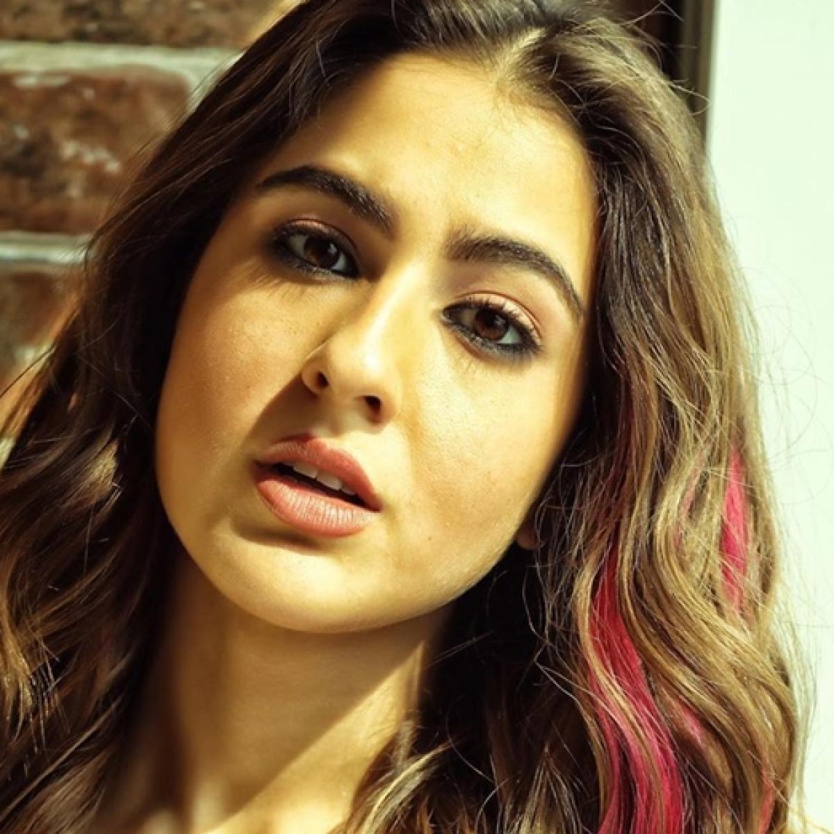 'Gulabi baal, tashan wali chaal': Sara Ali Khan slays her pink hair look