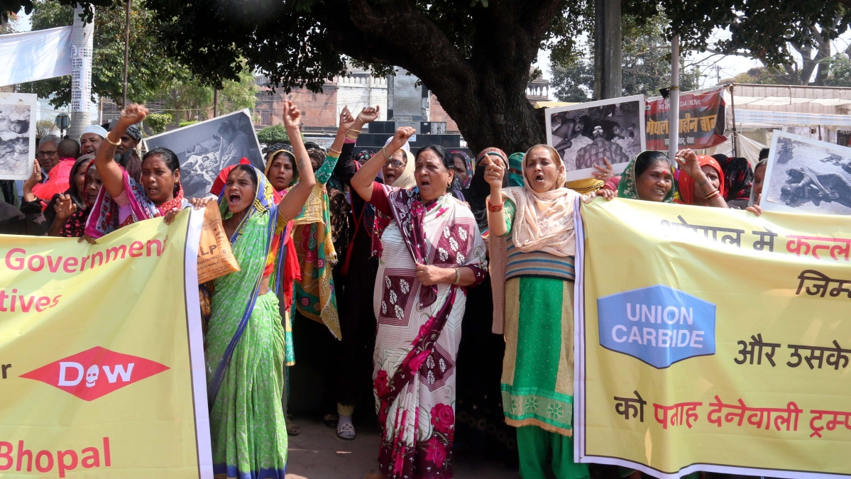 Gas victims protest as Dow chemical did not appear in Bhopal court despite number of summons, during US President Donald Trump visit  to India from Monday. / File Pic