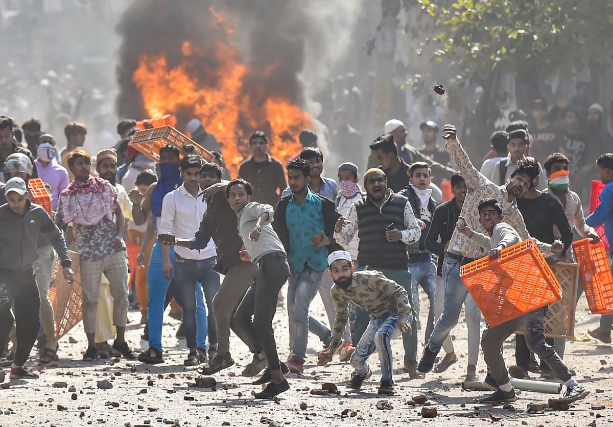 Rahul Gandhi, Arvind Kejriwal condemn  Delhi violence; urge people to show restraint