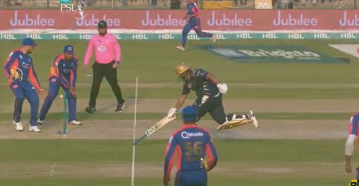 foto de Azam Khan's 'redefining' inverted-bat running in PSL sparks ...