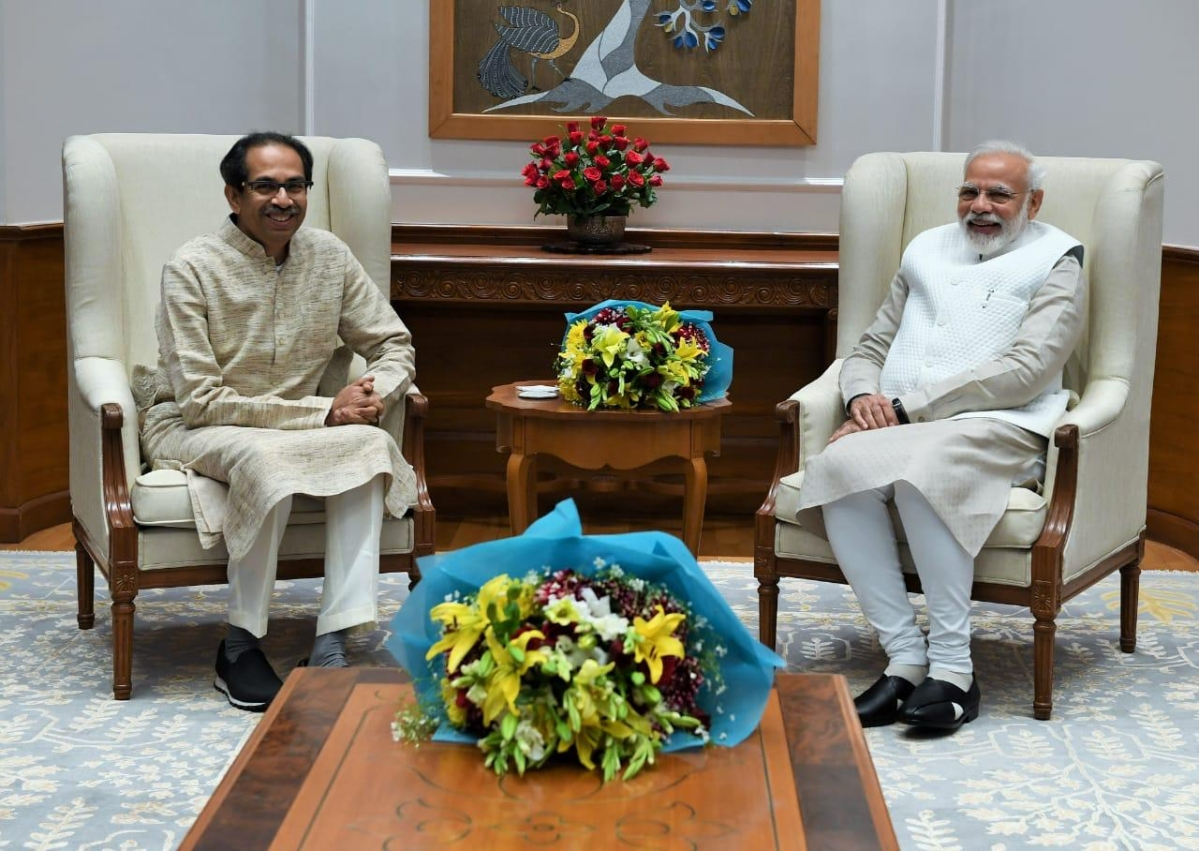 COVID-19: PM Modi dials Uddhav Thackeray, applauds Maharashtra govt's effort in tackling second wave