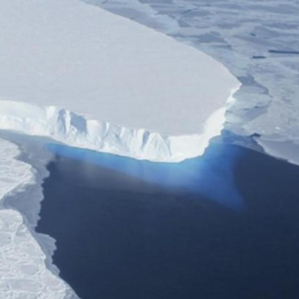 Scientists snap 1st image of Antarctic glacier's foundation