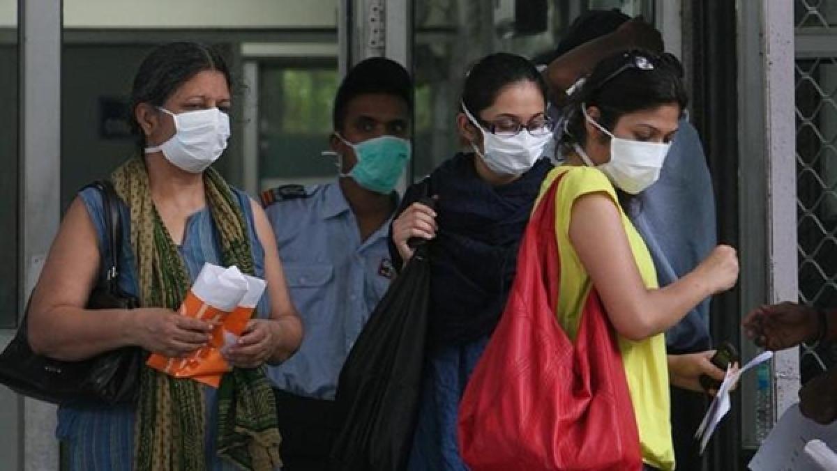Mumbai: Coronavirus triggers demand for face masks
