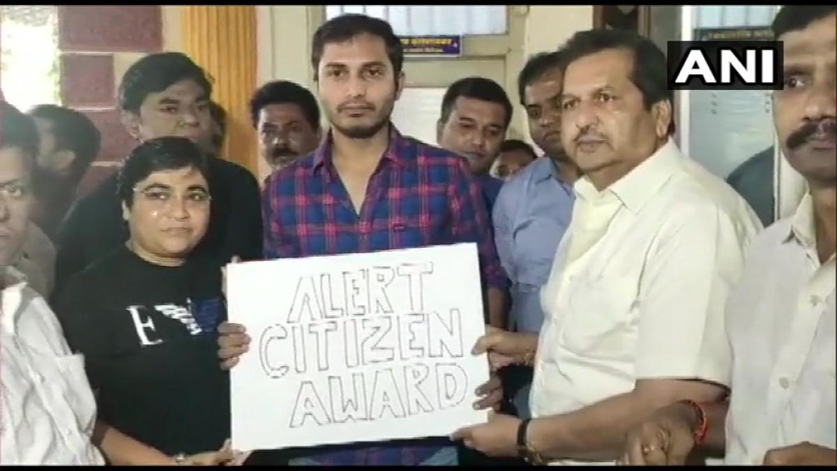 'Aap calligraphy samjhiye': Mumbai BJP trolled after handing Uber driver Rohit a badly written 'Alert Citizen Award' certificate