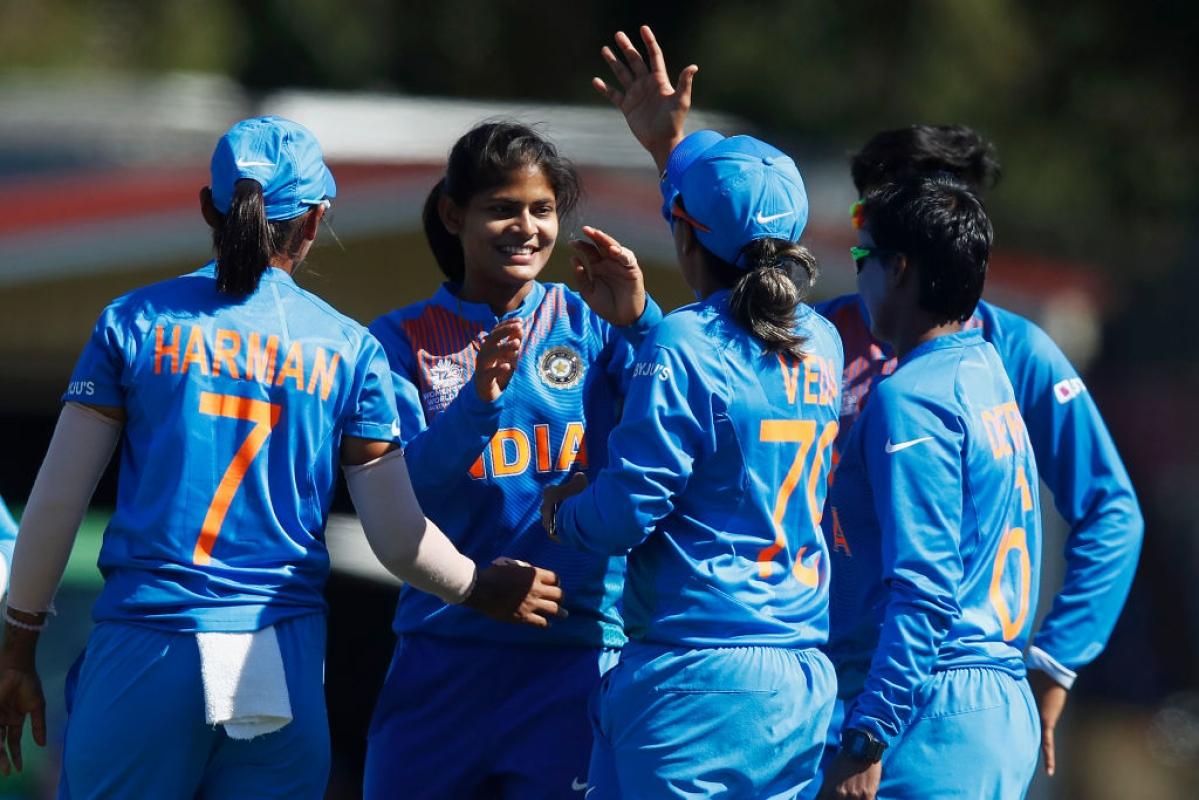 'Hamari ladkiyon mein bohot dam hai': Twitter celebrates India Eves' win against Sri Lanka
