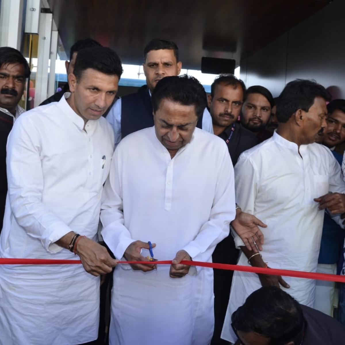 Indore: CM Kamal Nath launches 10 buses between Rajiv Gandhi square & Rau