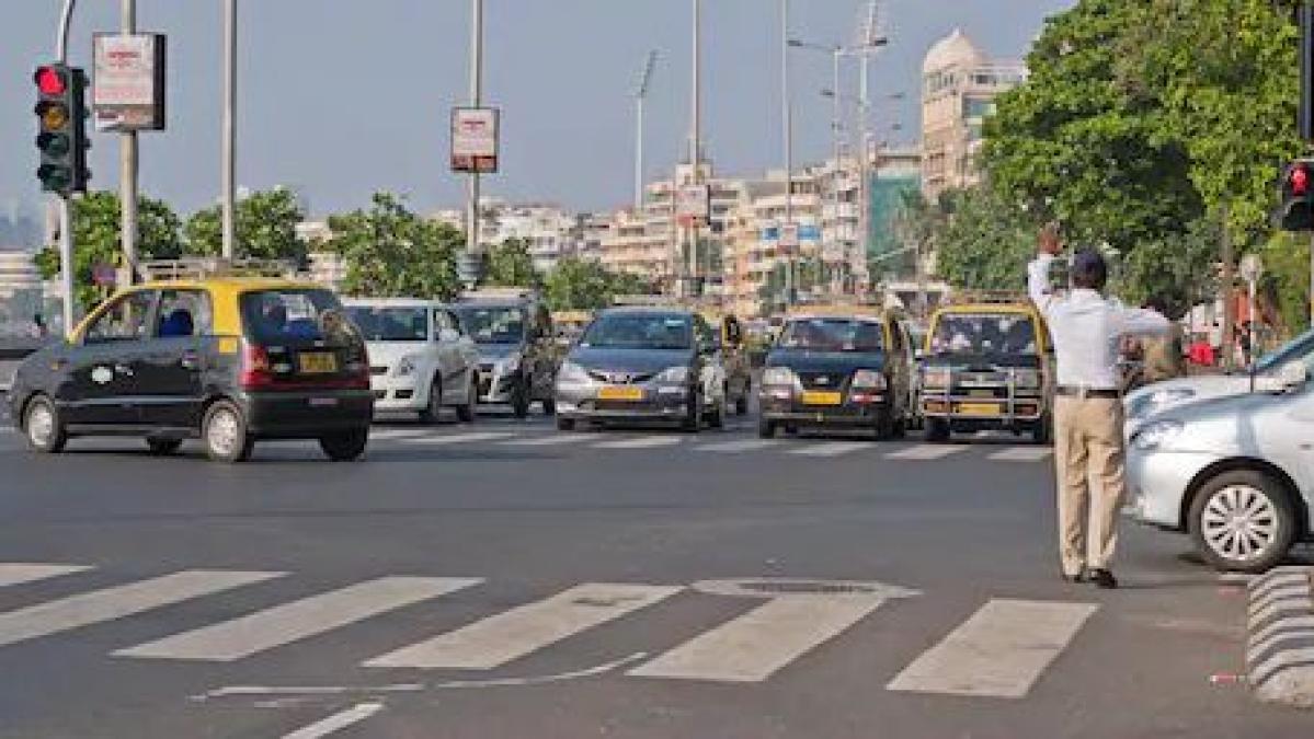 Mumbai Traffic Police controlling traffic at Marine Drive.
