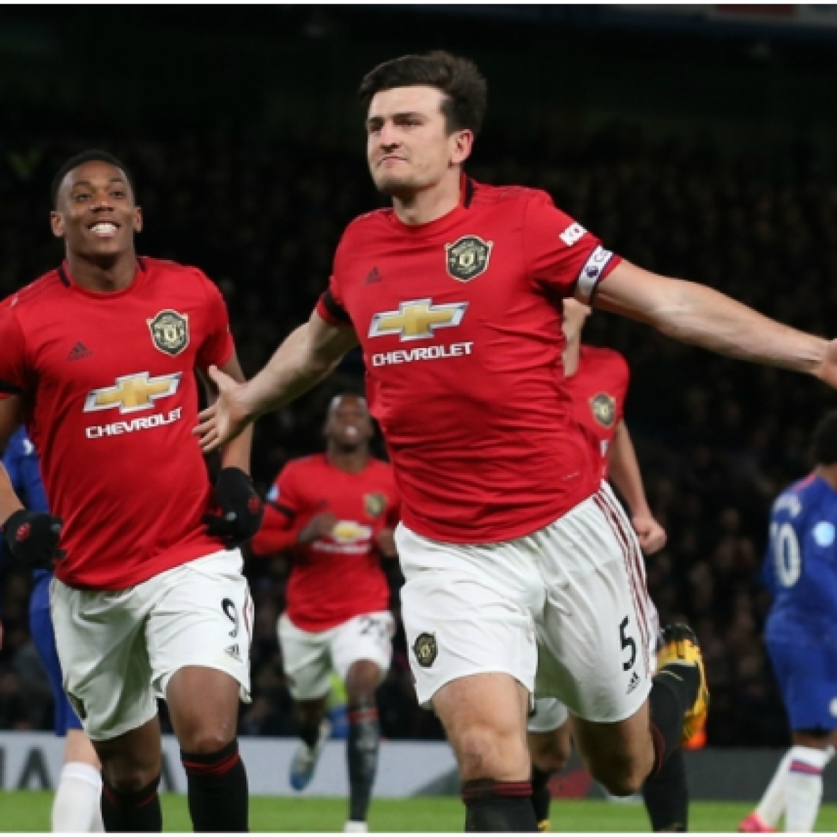 Harry Maguire scores late to send Manchester United to FA Cup semi-finals