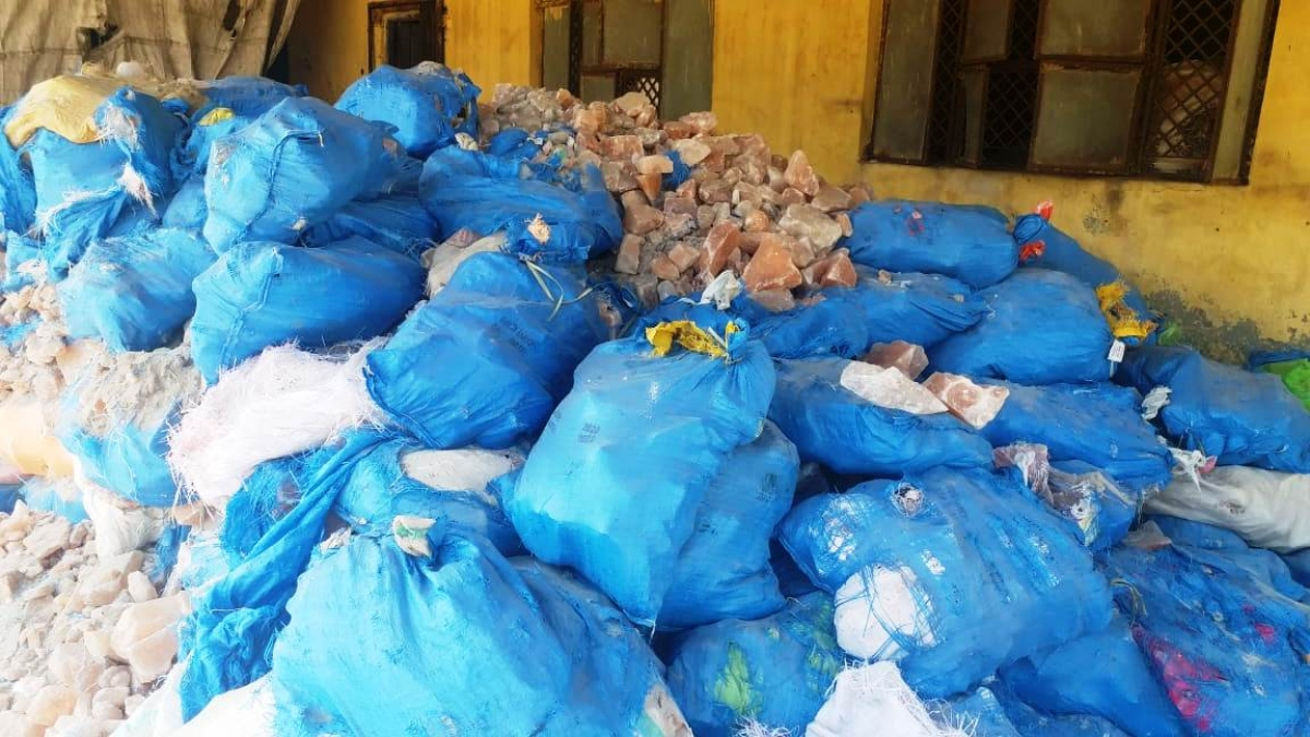 Raid on spice manufacturing unit in Indore: 14 sacks of clove stalks, carom seed powder, cardamom peels seized
