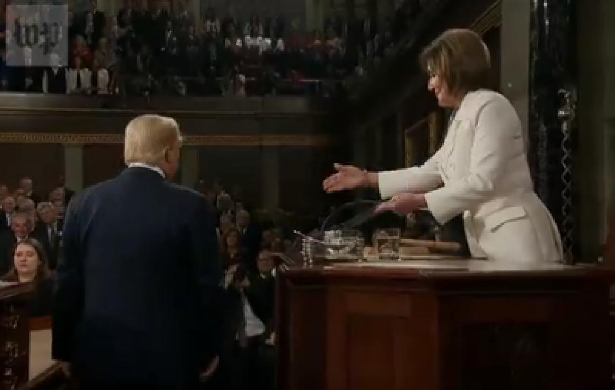 US Prseident Trump snubs speaker Pelosi's handshake