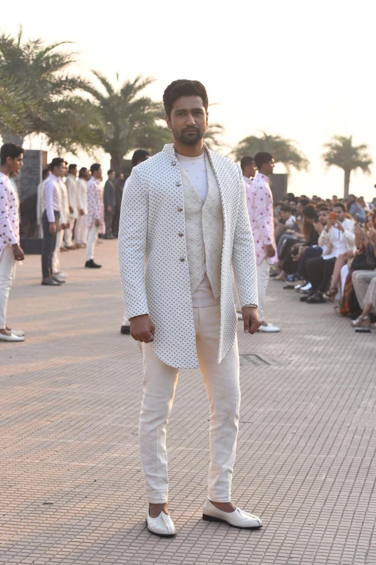 LFW 2020: Vicky Kaushal walks for Kunal Rawal's special show at Mumbai's Bandra-Worli Sea link promenade