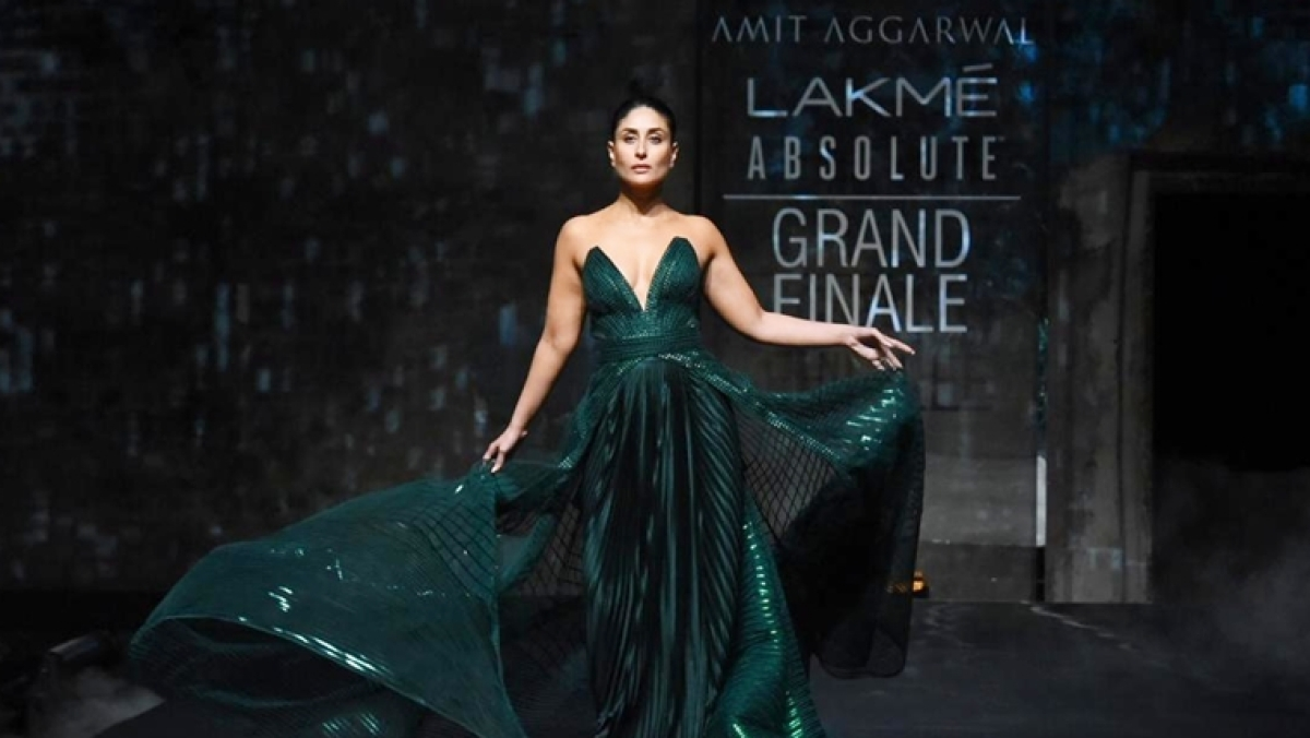 Kareena Kapoor gives a stunning closure to LFW 2020 in a bespoke emerald gown by Amit Aggarwal