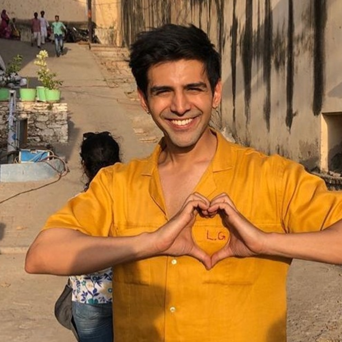 Kartik Aaryan beats 'Rajasthani cold' with early morning soccer session