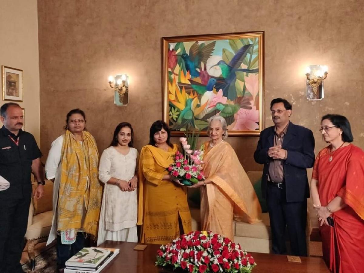 Waheeda Rehman conferred with Kishore Kumar Award