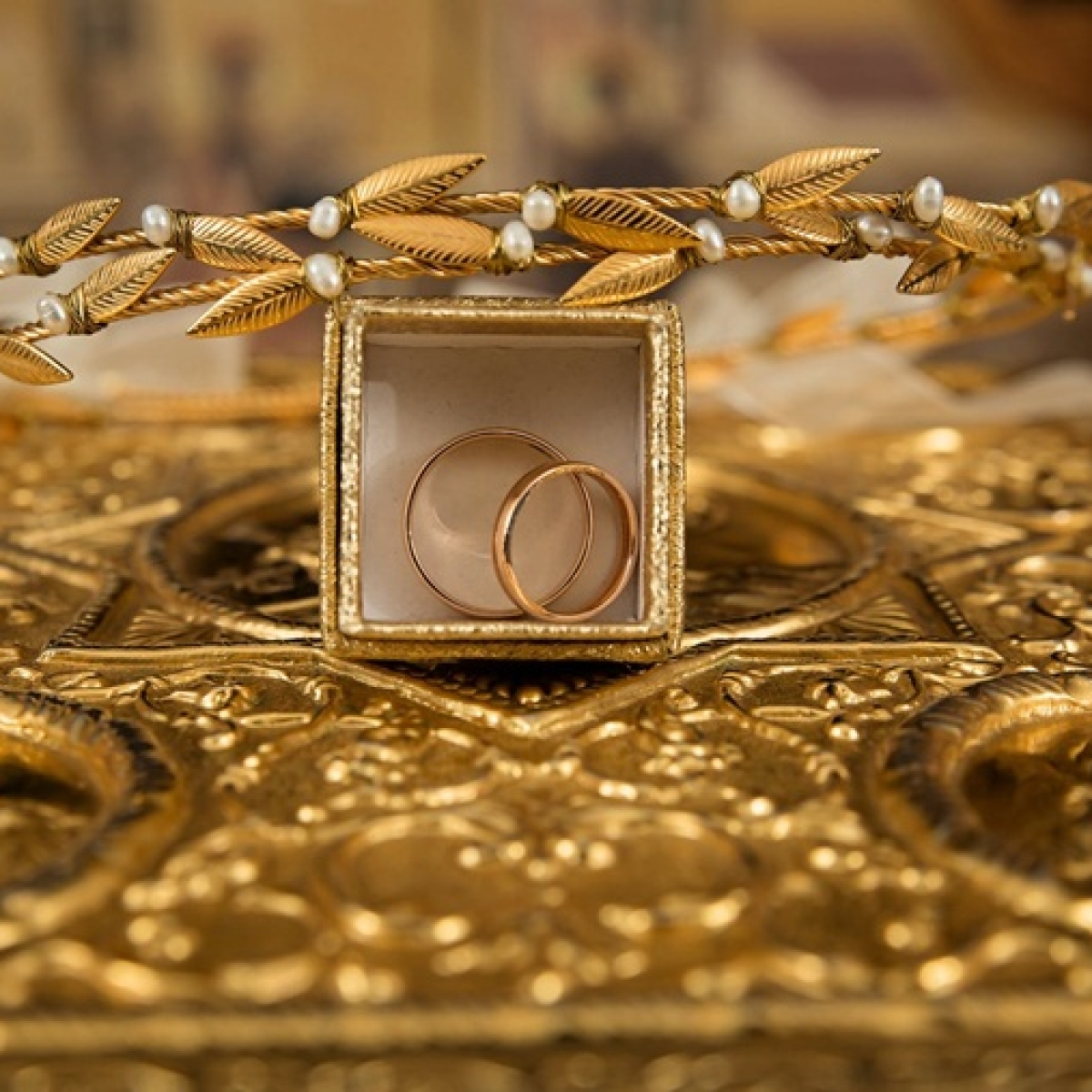 Gold prices rise marginally to Rs 42,446 per 10 gram despite coronavirus news