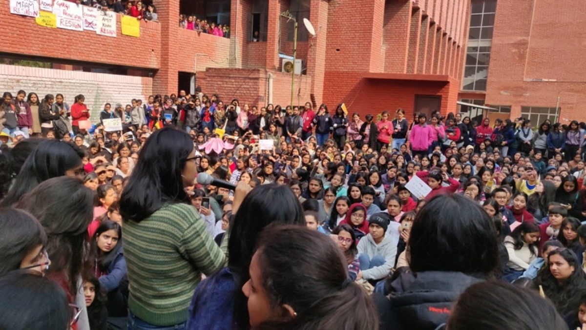Gargi College Mass Molestation Update: DCW chairperson summons principal; asks her to appear before it on Feb 13