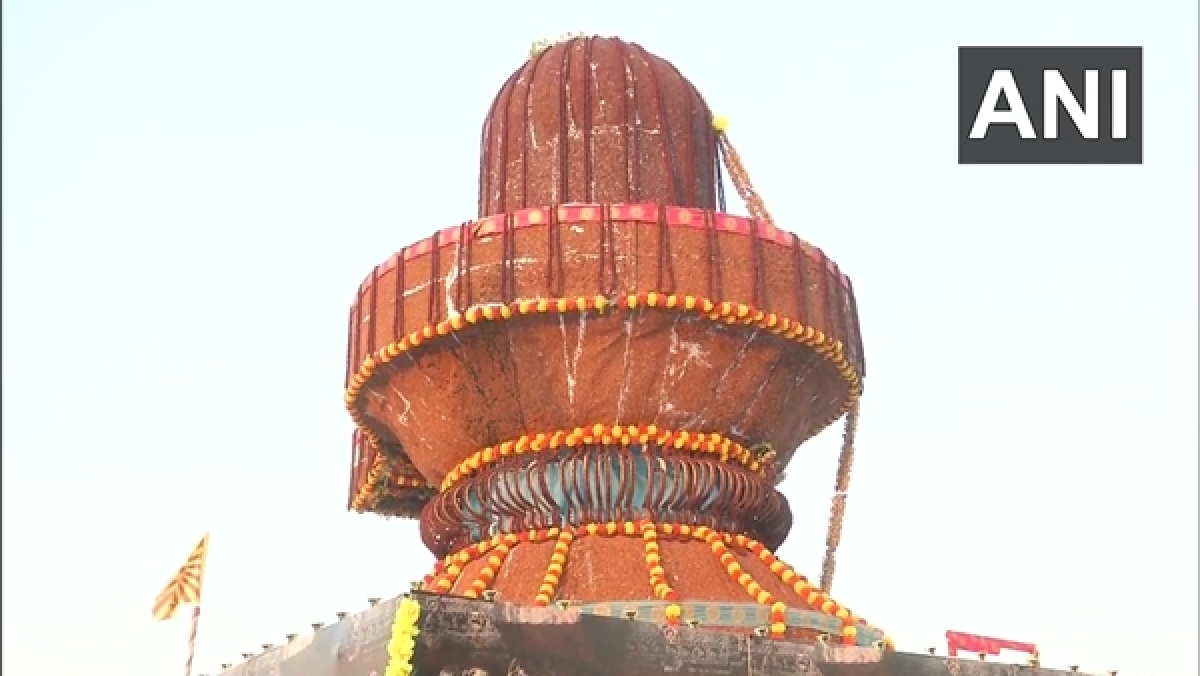 Karnataka: The 25 feet tall 'shivling' at Brahma Kumaris in Kalaburagi, has been decorated with pigeon peas