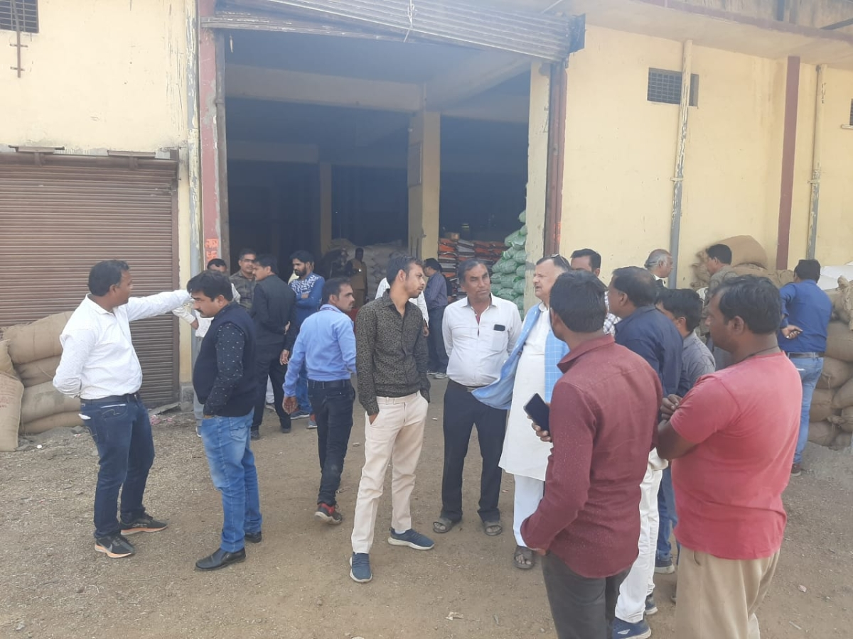 Madhya Pradesh: Traders open front against food safety department